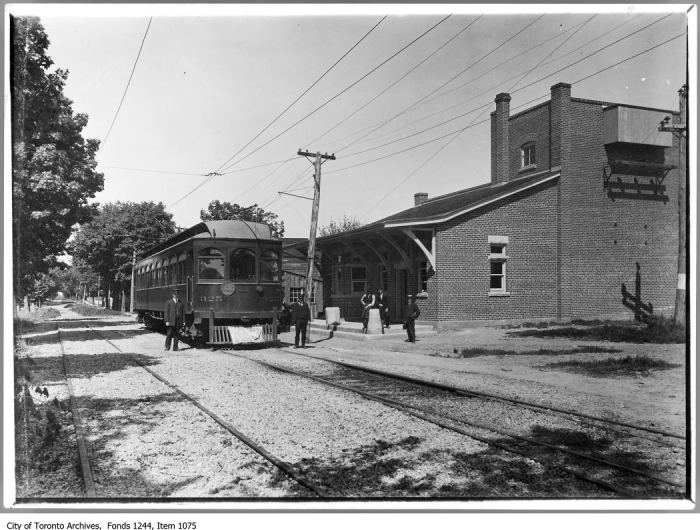Radial express cars and station, Oakville. - [1911?]