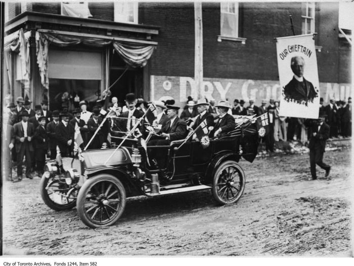 Sir Wilfrid Laurier and Charlton at political meeting, Simcoe. - [1912?]