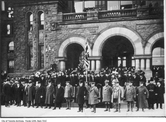 Group posing at Queen's Park. - [ca. 1917]