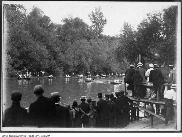 Canoe race on the Humber River near the Old Mill . - [1909?]