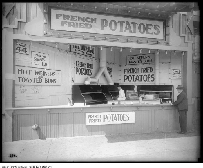 French fried potato stand with three gas ranges at Sunnyside. - [ca. 1929]