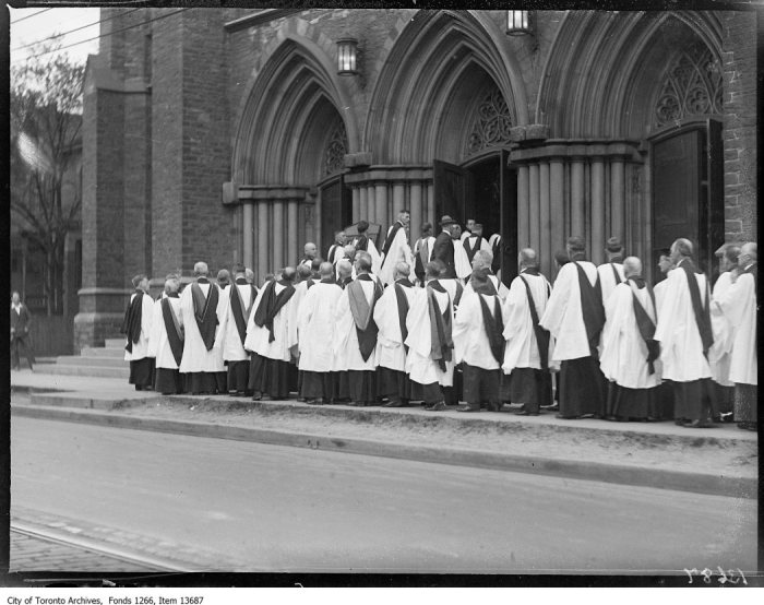 Anglican Synod, procession entering St Paul's. - May 29, 1928