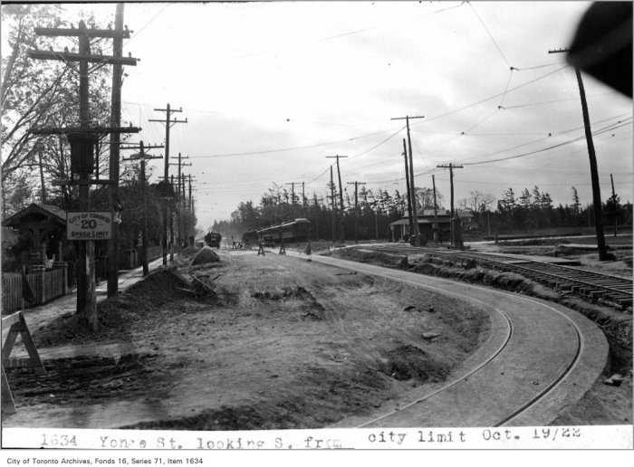 Yonge St, looking south from city limit